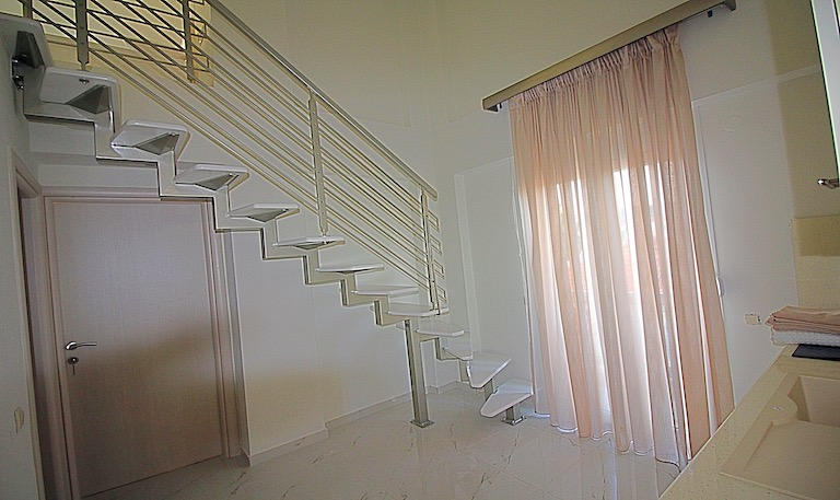 Two Level Apartments  B3 | photo2